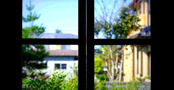 4 façons de couvrir votre fenêtre pour bloquer la chaleur du soleil et les rayons UV